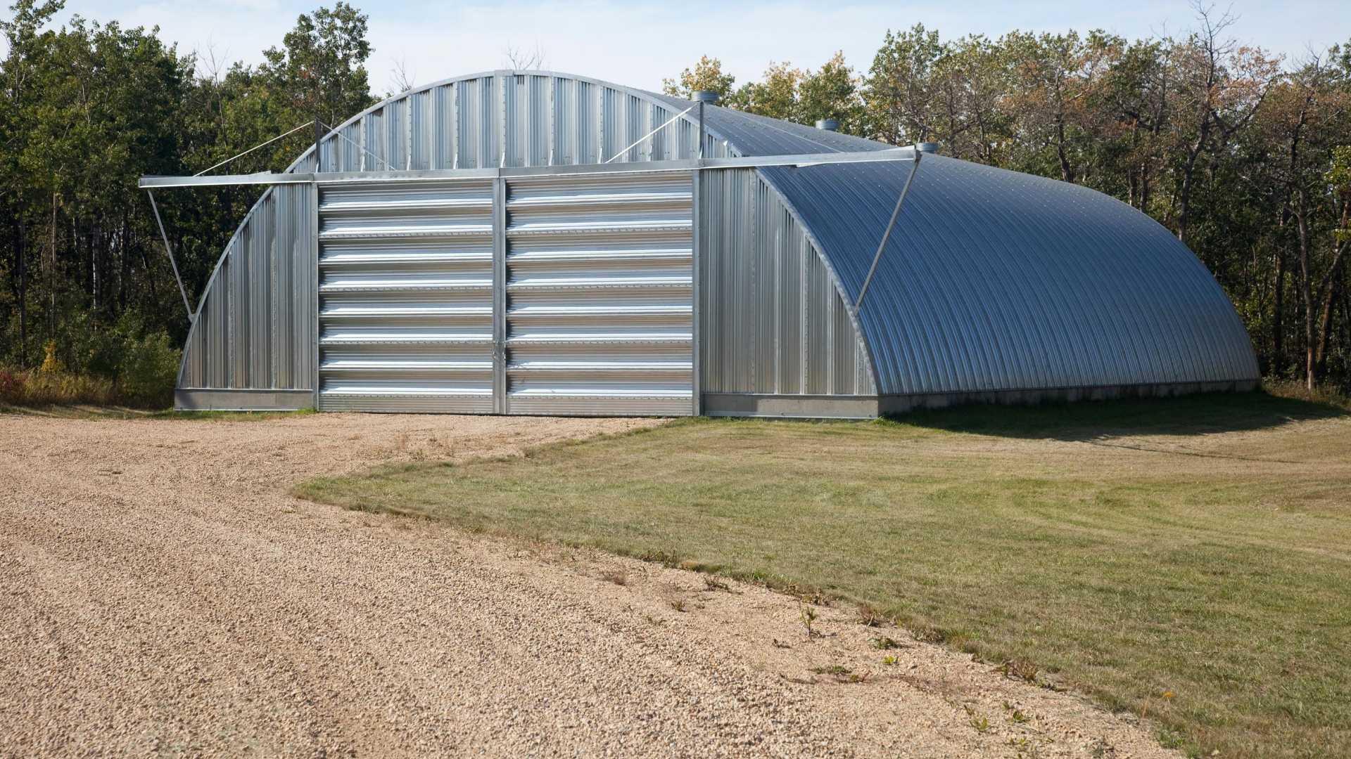 Agriculteurs : transformez vos hangars agricoles vacants en espace de stockage